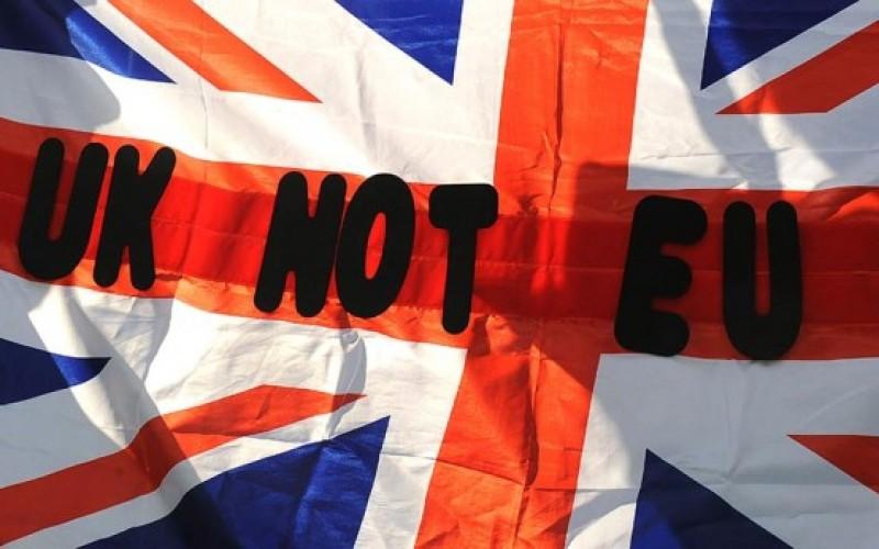 Peluang Brexit Lemahkan Poundsterling