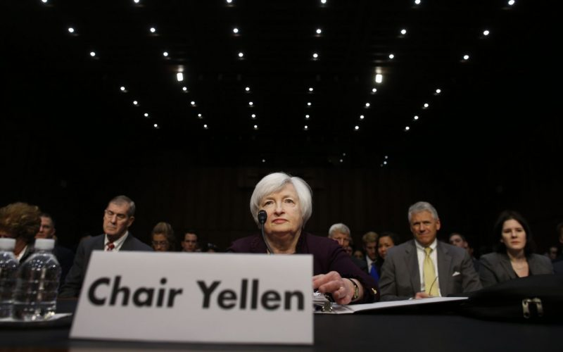 Menanti FOMC, Dolar Cenderung Menguat